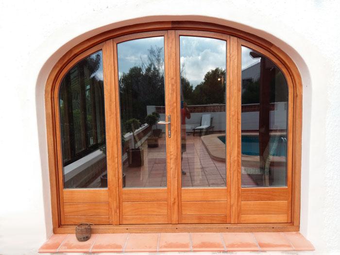 ventanas de madera y balcones a medida