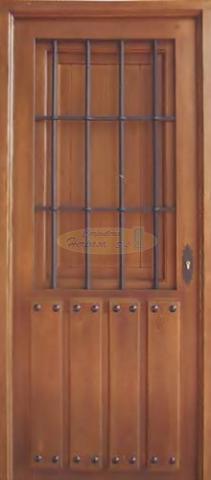 Puerta de duelas con reja