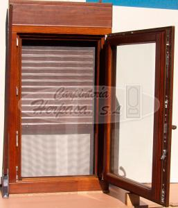 Ventanas de madera con persiana carpinteria herpasa for Ventanas con persianas incorporadas