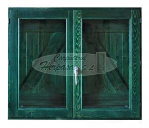 Ventana de madera con contraventanas en Zeta exterior verde